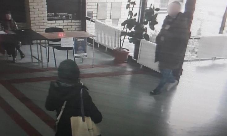 Непознат влегол во основно училиште во Белград и повикал девојчиња да дојдат со него во ресторан
