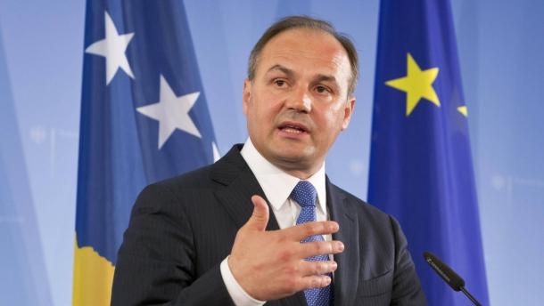 Хоџај: Србија подмитува и шверцува оружје за повлекување на признавањата на Косово