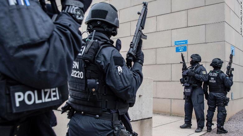 Во вооружен напад во Германија најмалку шест лица загинаа