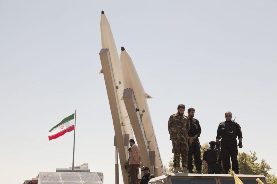 Иран предупредува: Ќе ги бомбардираме Израел и Дубаи, ако САД одговорат на ракетниот напад