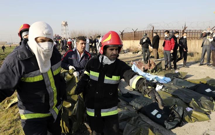 (ВИДЕО) Нови снимки прикажуваат како две ракети го погодија украинскиот авион во Техеран