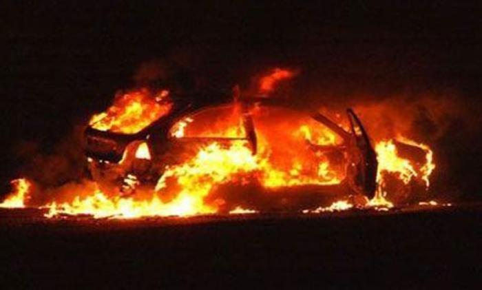 Во Кичево изгоре патничко моторно возило