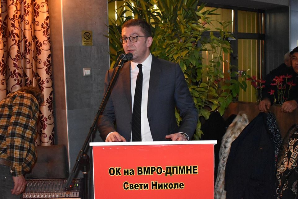 """Мицкоски: Од власта ветуваа живот, ама """"Економист"""" вели дека со Заев имаме хибриден режим"""