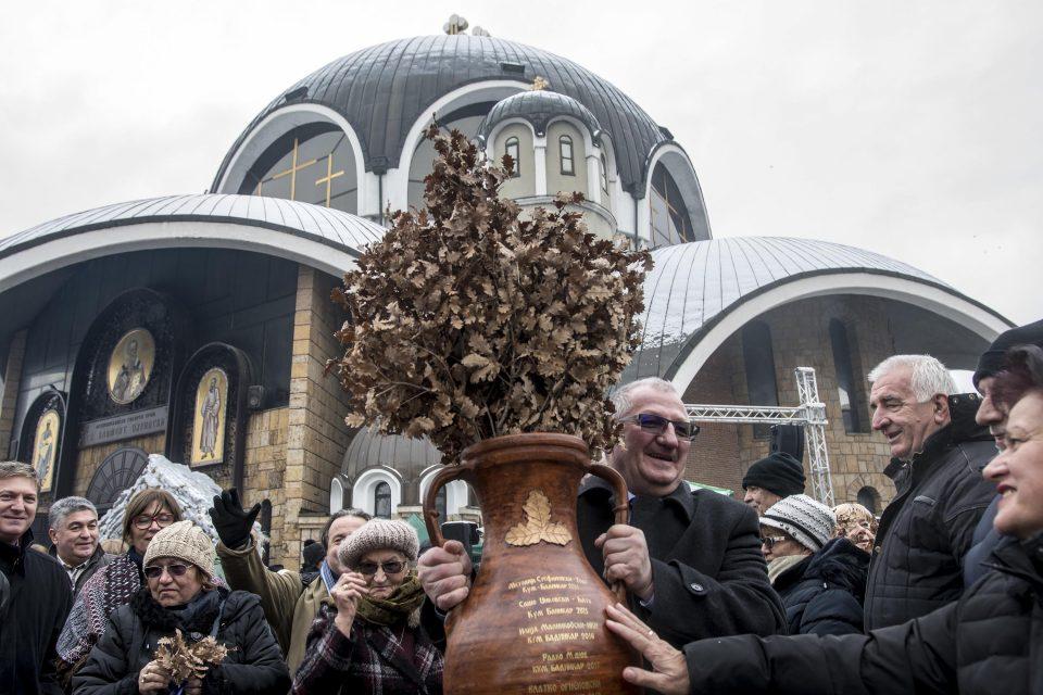 Традиционално бадникување пред Соборниот храм во Скопје