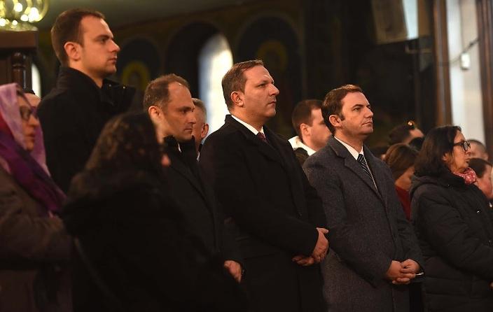Спасовски и Мицкоски на Божиќна литургија во Соборниот храм