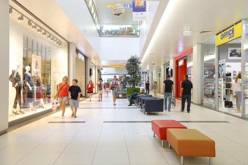 Повеќе од 300 франшизни продавници во Македонија се пред згаснување поради мерките за корона вирусот