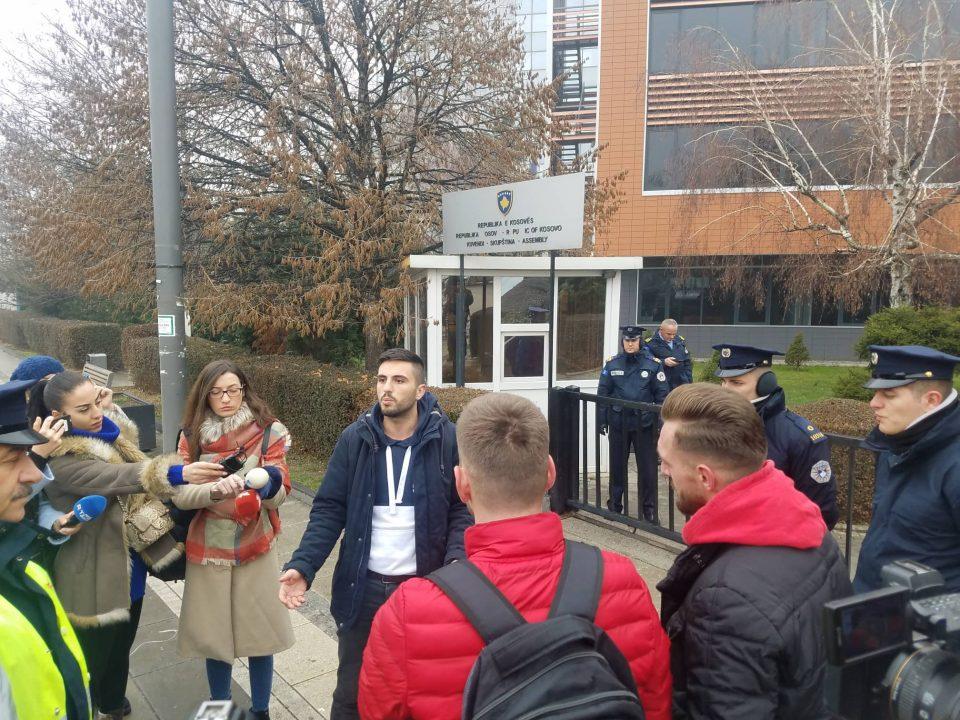(ВИДЕО) Потестираат студентите во Приштина: Бараат да се формира Влада