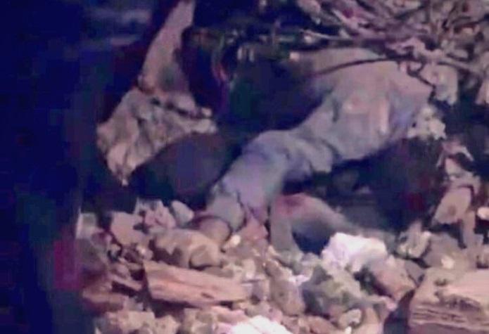 (ВИДЕО) Турција: Татко се постави како штит и загина за да ги спаси своите деца од земјотресот