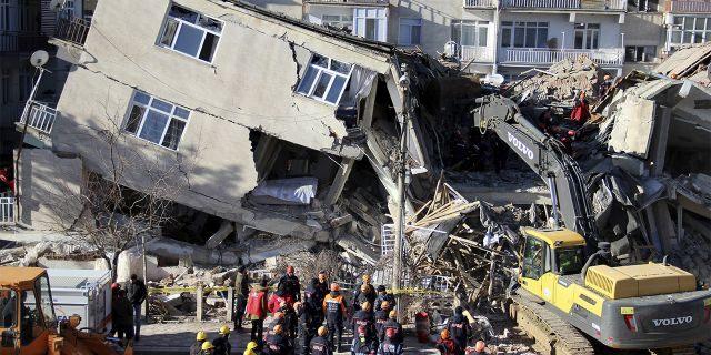 Нов земјотрес во Турција, зголемен смртниот биланс од првичниот потрес