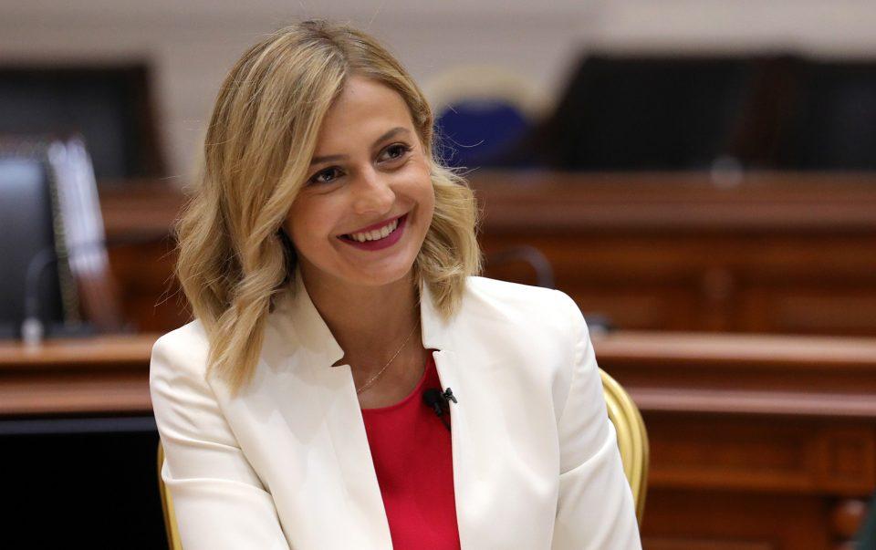 """Ангеловска: Ако не сте знаеле буџетот не е """"куп пари"""" коишто ги има државата"""