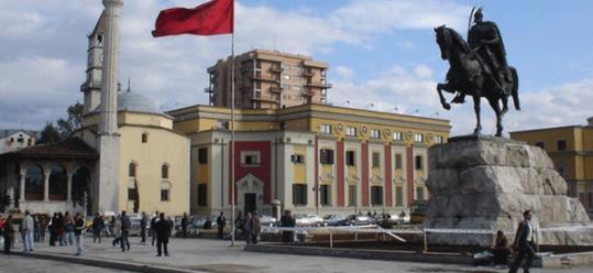 Минималната плата во Албанија зголемена на 245 евра