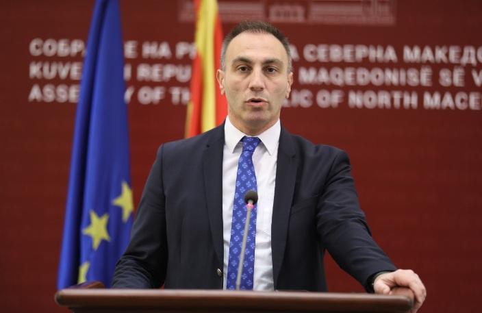 Груби најави дека Ахмети за половина час ќе тргне од Кичево за да гласа во Собранието