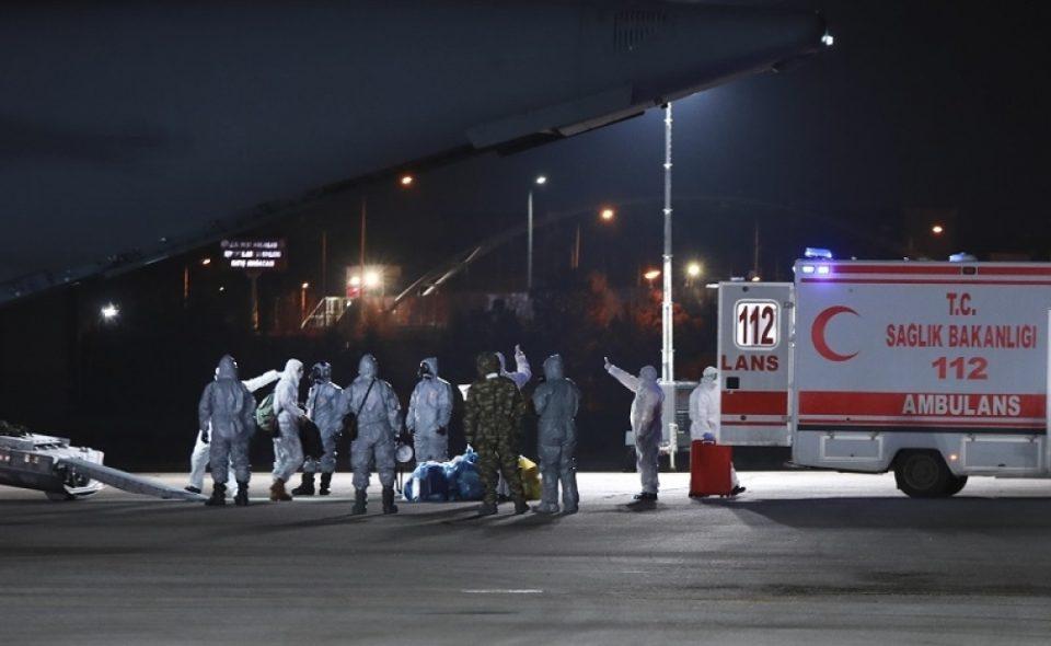 Авион со Срби од Вухан слета во Франција – ставени се во карантин
