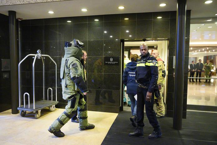 Писмо бомба експлодираше во банка во Амстердам