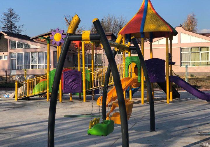 Украдена справа од детското игралиште во ОУ Живко Брајковски во општина Бутел