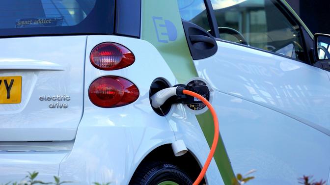 Продажбата на електромобили во ЕУ вртоглаво расте