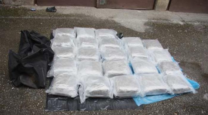 Во македонски автомобил запленети 12 килограми хероин и уапсени се две лица!