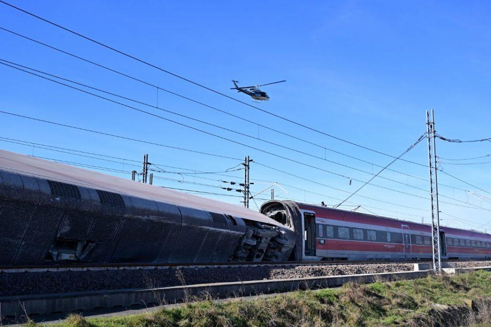 (ВИДЕО) Двајца загинати кога излетал воз што возел на линија Милано-Рим
