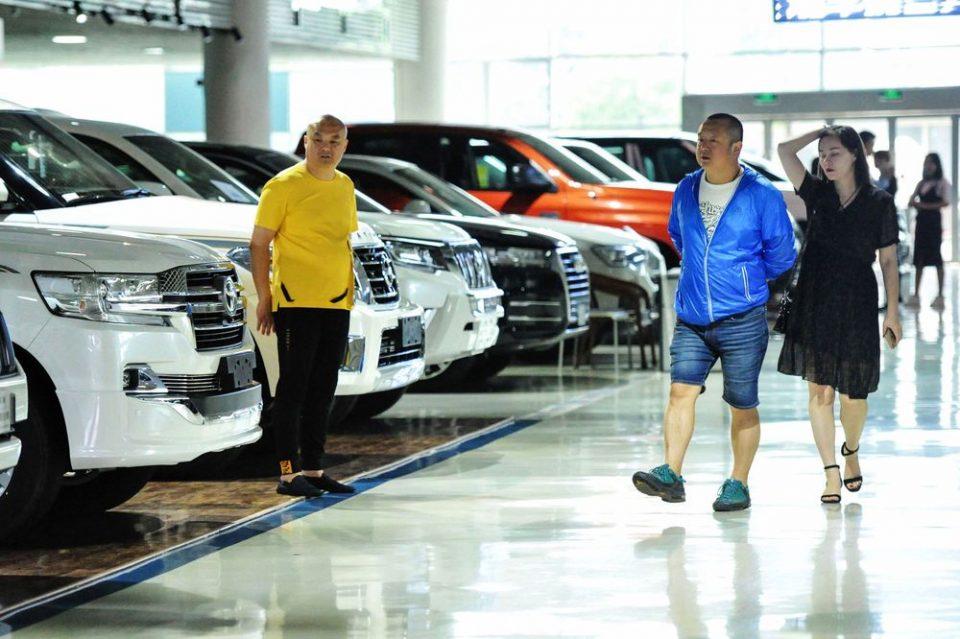 Продажбата на автомобили во Кина намалена за 92 проценти