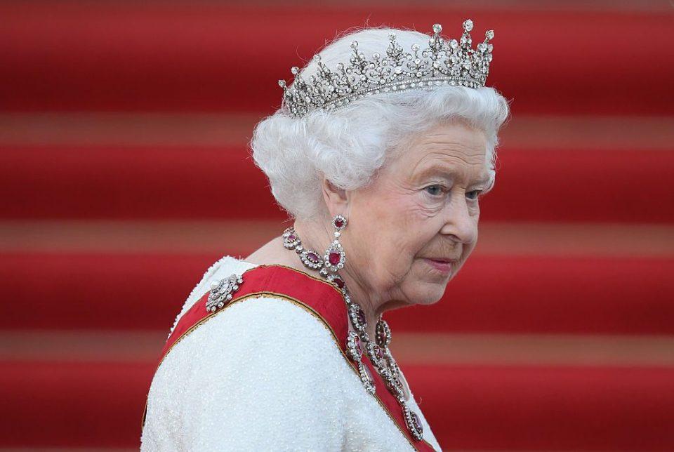 Хари и Меган се жалат од кралицата и целото кралско семејство