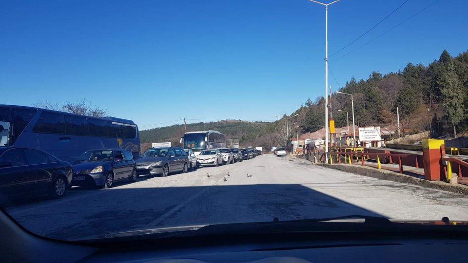 Нелегален превозник нападнал инспектор на граничниот премин Делчево
