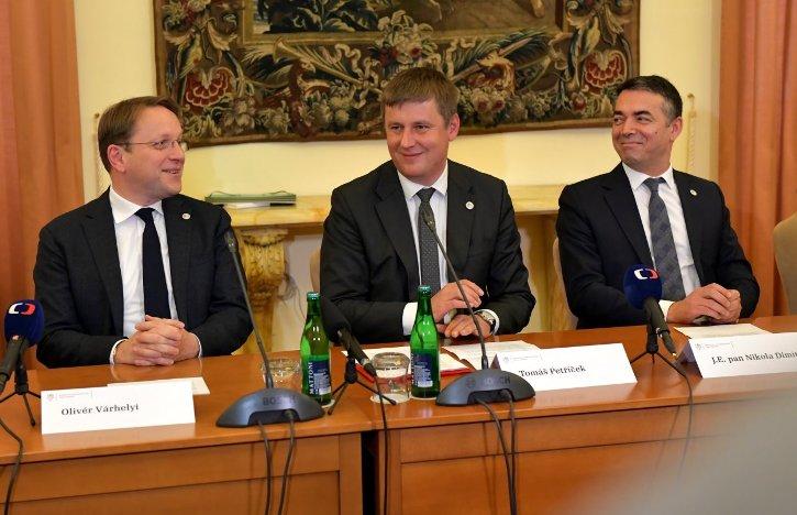 Димитров: Вишеградската група ја реафирмира неопходноста од почнување на преговорите со ЕУ