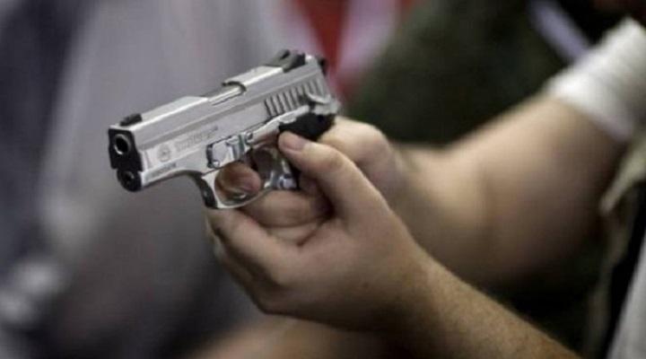 Како на Див запад: Со пиштол се заканувал на медицинска сестра