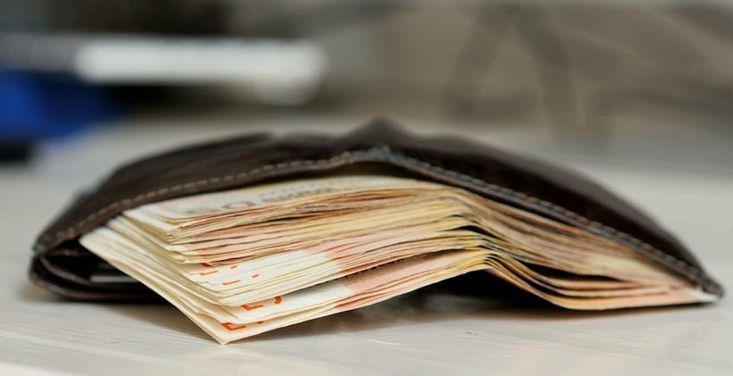 Виси покачувањето на платите во високото образование од 10 отсто