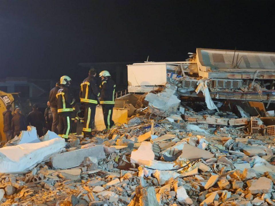 По земјотресот во Албанија  во шатори има над 10.000 лица