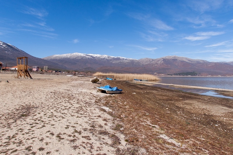 Министерот за екологија  не знае зошто се намалува нивото на Преспанското езеро