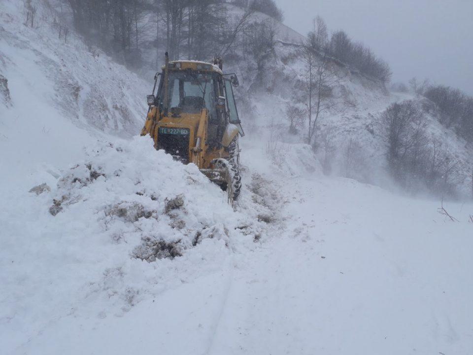 Шарпланинските села блокирани од снегот