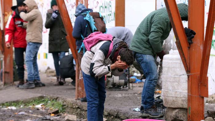 Во Србија врие од мигранти, а тие очајно бараат премин во земјите од ЕУ