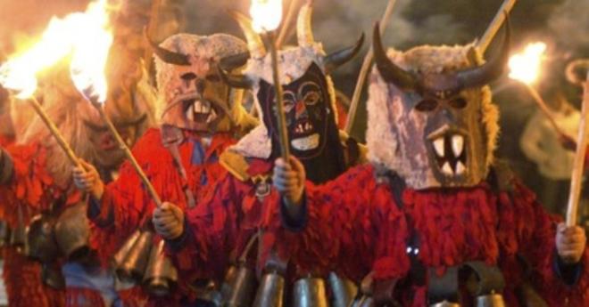Струмичкиот карневал годинава без голема карневалска поворка и маскембал