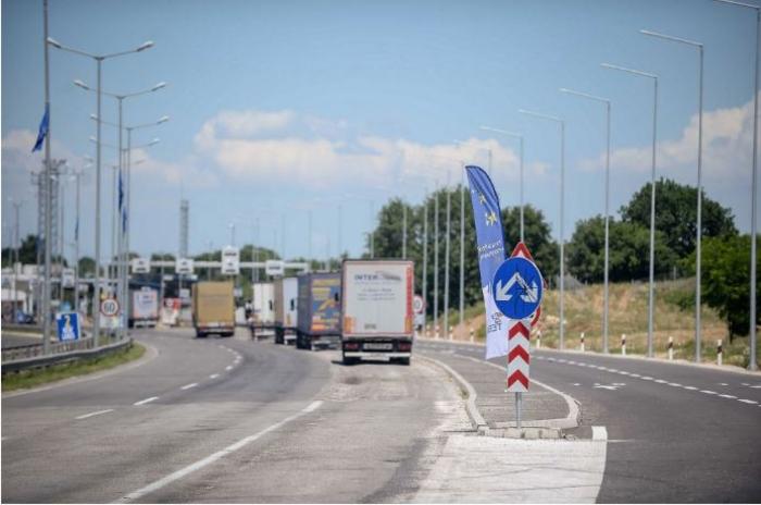 Партијата на Харадинај против укинувањето на таксите за српските производи