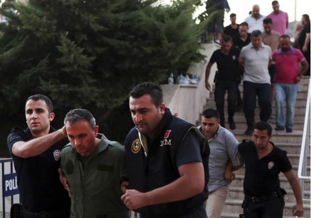 Турските обвинители наредија апсење на 700 лица поради пучот во 2016 година