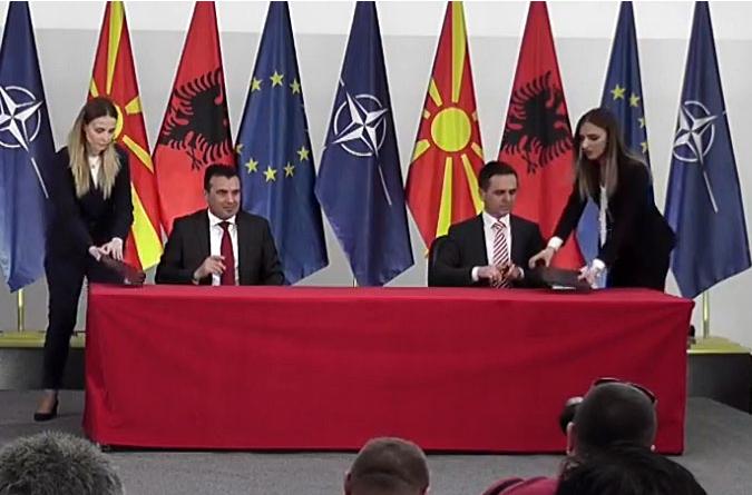 Под албанско знаме Зaев потпиша коалиција со БЕСА