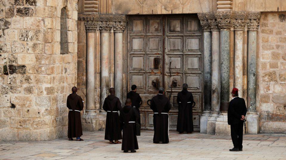 (ВИДЕО) Црквата на Светиот Гроб во Ерусалим затворена за прв пат од Црната смрт