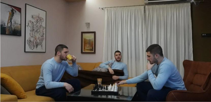 Укината наградата на град Скопје откако син на пратеничката од СДСМ ја доби за фотографија за седење дома
