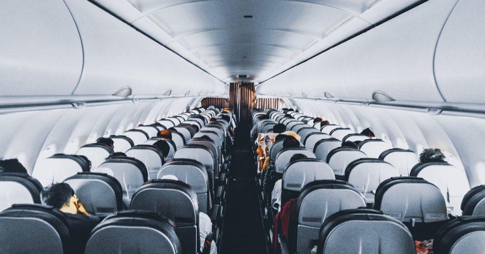 Патничка во авион заразила други 15 лица со Ковид-19
