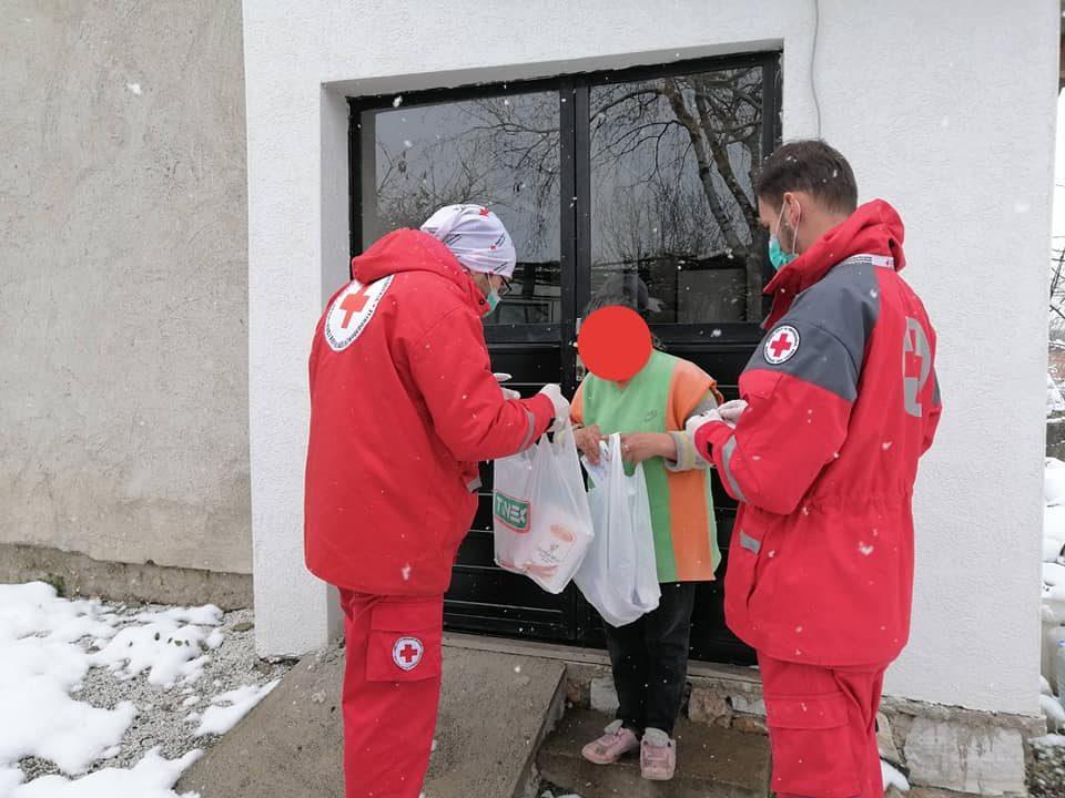Помош за немоќните: Над 2000 пакети со средства за дезинфекција ќе се дистрибуираат низ Скопје