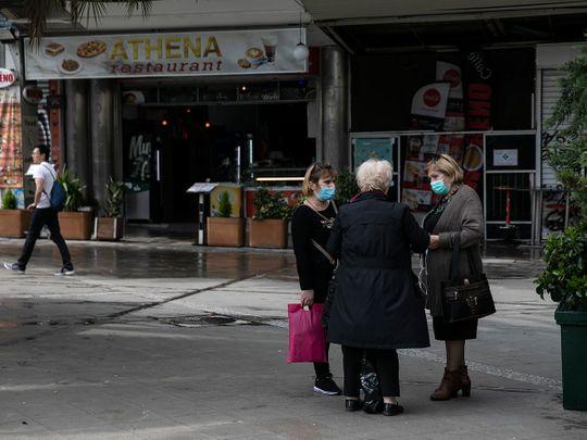 Надвор само со потврда: Грција од утре целосно го забранува движењето на граѓаните