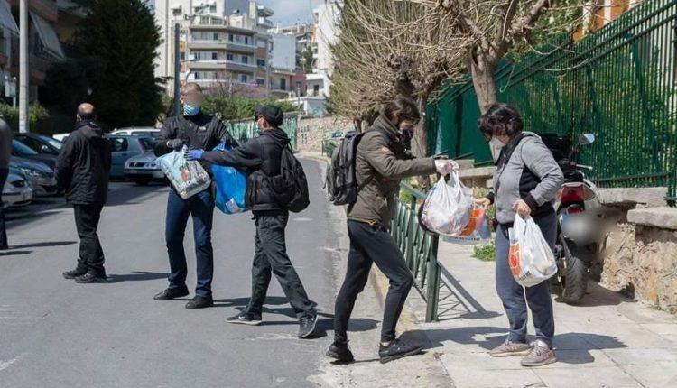 Грчки анархисти донираа храна и основни продукти за дом за стари лица во Атина