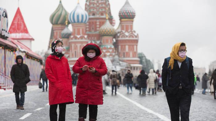 Во Москва се затвораат сите продавници јавни места, освен оние за продажба на храна и аптеките