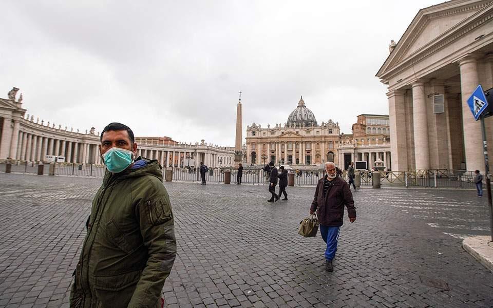 Ватикан за Велигден без посетители и поворки