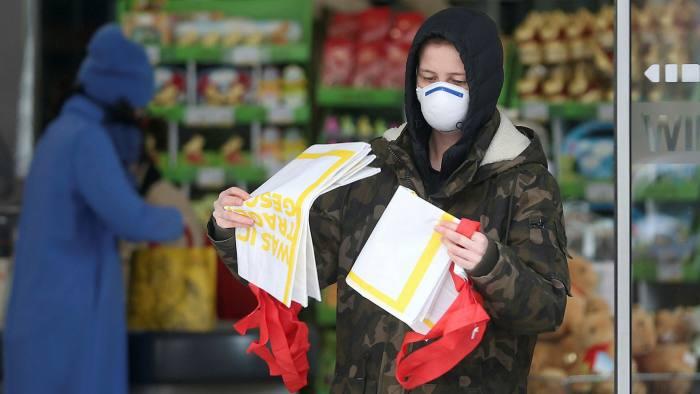 СЗО: Маски треба да носат само луѓе кои се заразени за да не го шират вирусот и здравствените работници