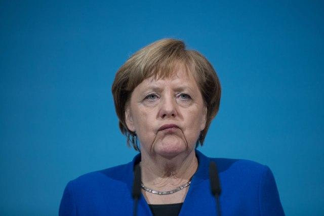 Меркел се спротивстави на дополнително ублажување на рестриктивните мерки против Ковид-19