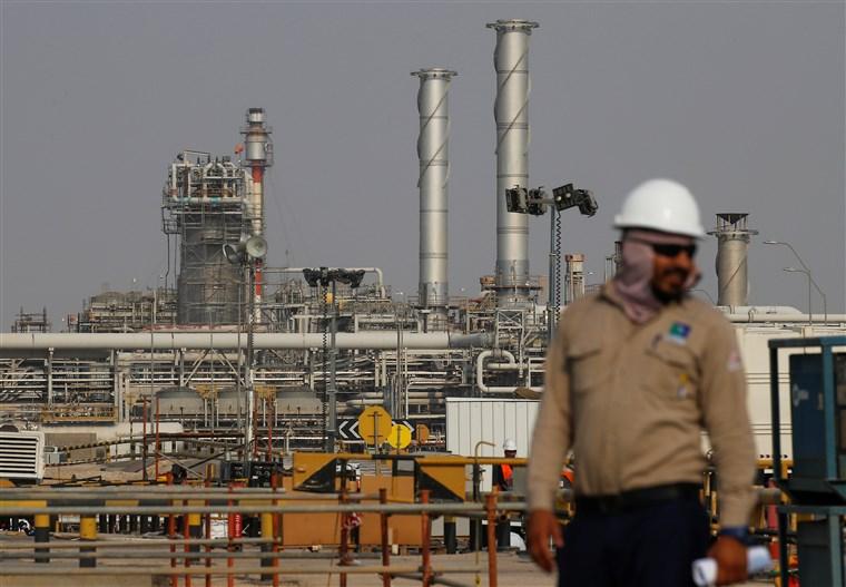 Продолжуваат да растат цените на нафтата на светските берзи