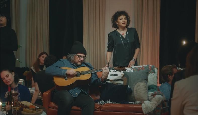 (ВИДЕО) Нора Џонс ја претстави новата песна
