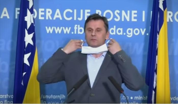 (ВИДЕО) После Борисов и премиерот на БиХ имаше проблеми со заштитната маска