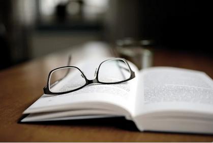 Препорака од експерти-За време на пандемијата носете очила, а не контактни леќи